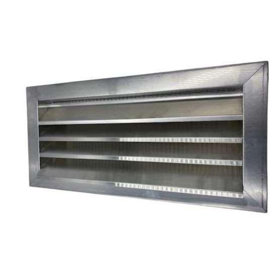 Image sur Grille pare pluie en aluminium L1100 H800mm. Fabrication sur mesure, retours ne sont pas acceptés. Avec grille intégrée (ouverture de maille 10mm). Dimensions intermédiaires possibles sur demande.